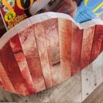 Stojak w kształcie serca - na gazety by PAPATimber