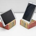Podstawka pod telefon lub tablet. / Mobile phone  holder.