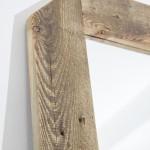 Lustro z drewnianą ramą
