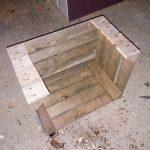 drewniany geometryczny stolik