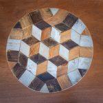 drewniany stolik ze szpuli i skrzynki
