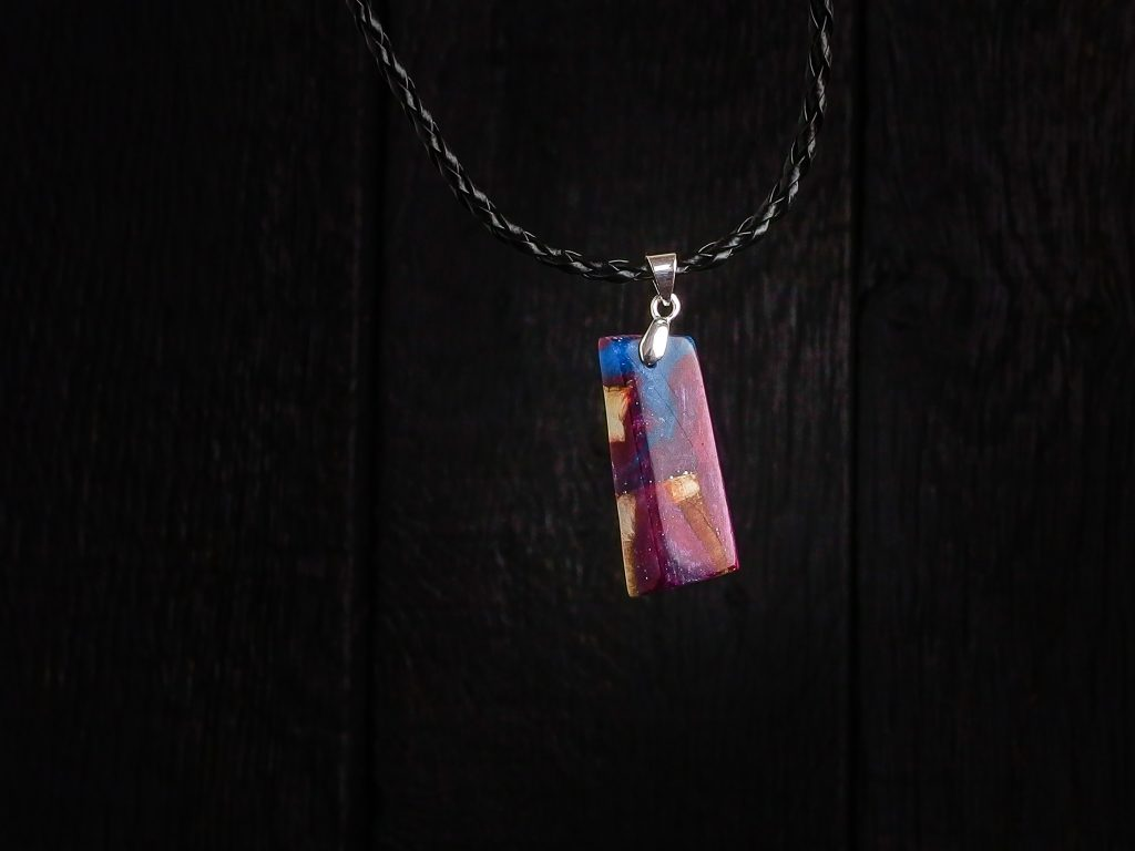 wisiorki - wood and resin pendant